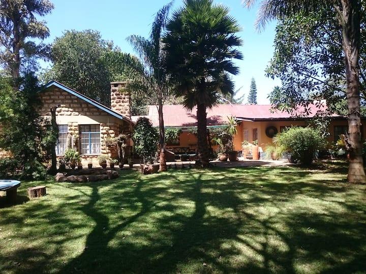 4 bedroom bungalow in beautiful garden in Karen