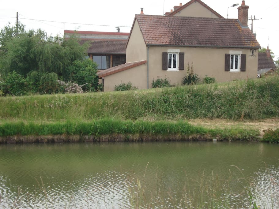 Maison au bord du canal houses for rent in lamenay sur for Au maison oilcloth uk