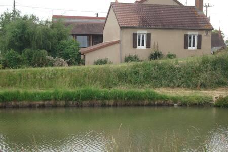 Maison au bord du canal - Lamenay-sur-Loire