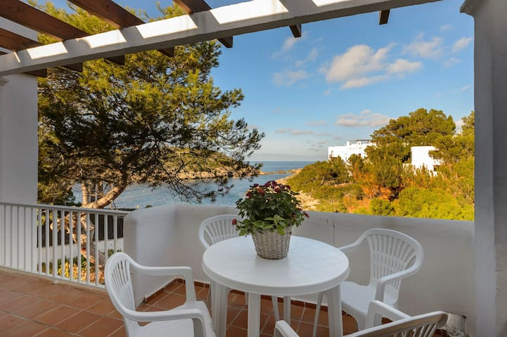 CHARMING APARTMENT 2 with SEA VIEWS