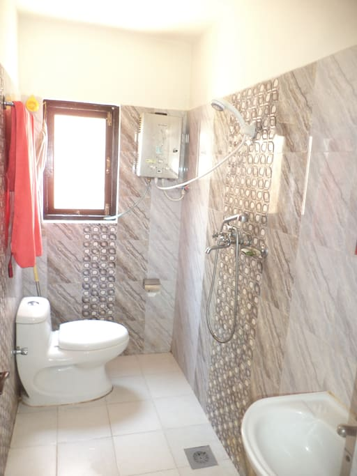 bathroom with 24h hot shower