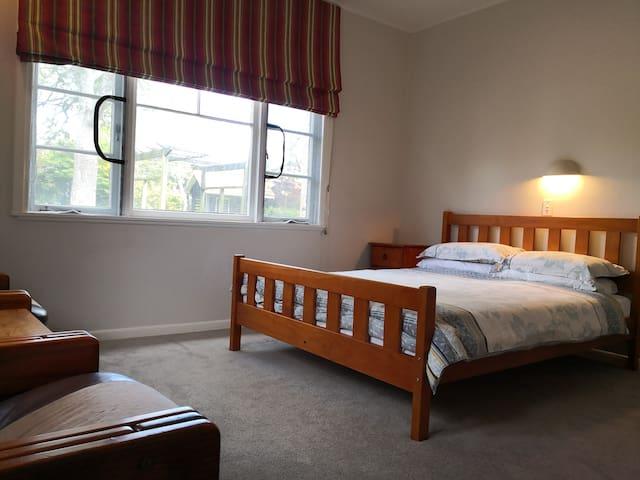 Villa Delfilord--Comfortable Queen Bed Room (E)