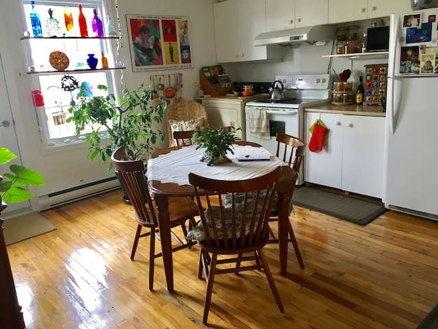 Good vibes gluten-free flat with Yoga space
