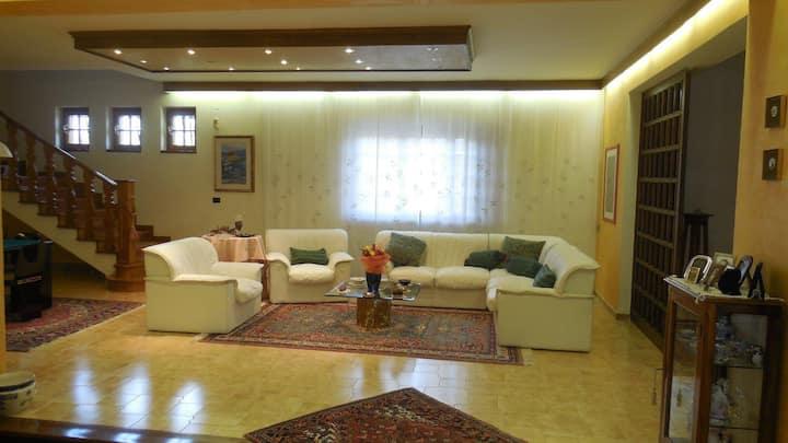 Villa Pina. Splendida villa con parco a l'Aquila