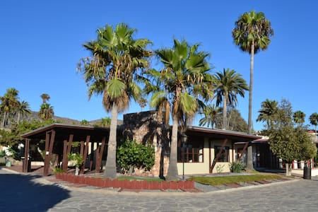 A min. walk from ocean Remodeled 2-Bedroom Chalet - Ensenada - 独立屋