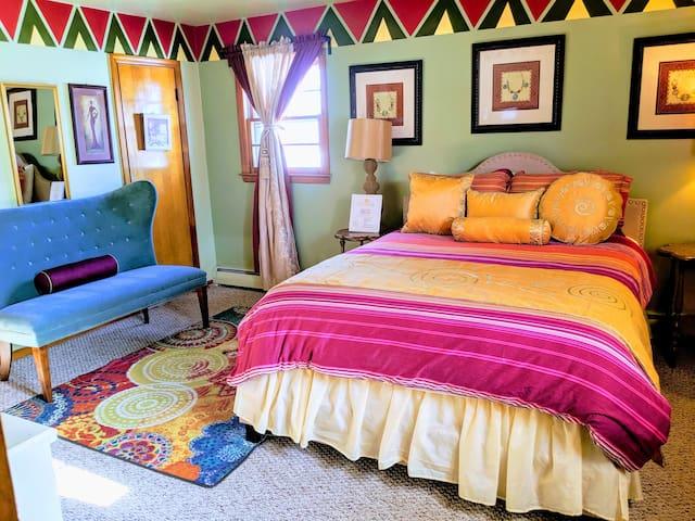Luxury Muwuyu Queen enSuite @MushaindoroHS