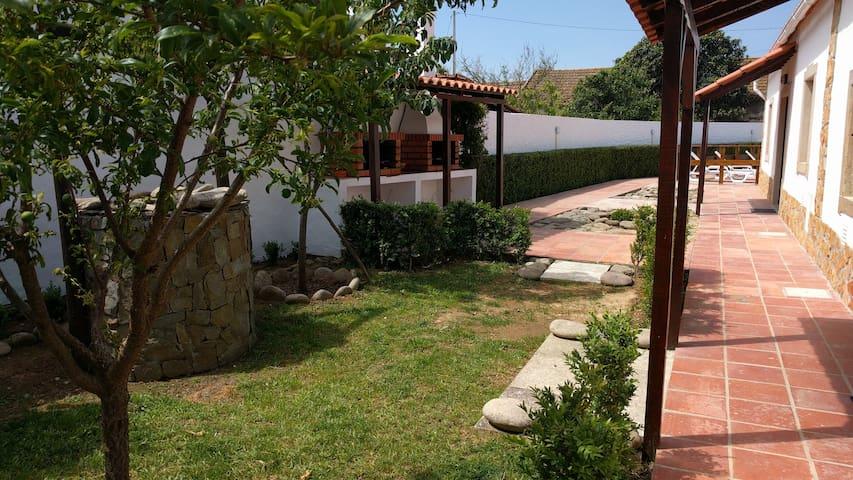Pool house near the beach - Atouguia da Baleia - Haus