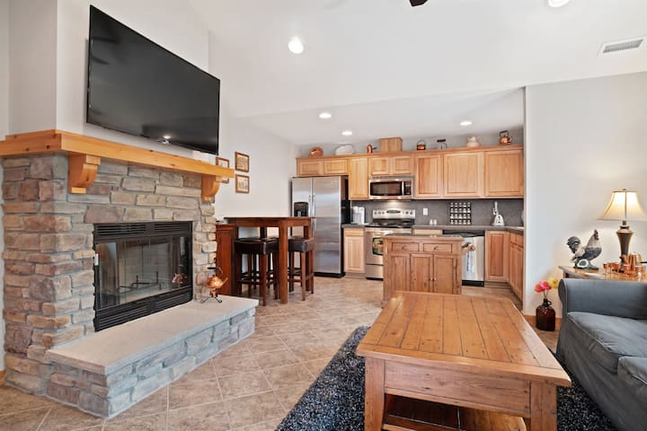 Home near Suncadia with a wood-burning fireplace & furnished deck