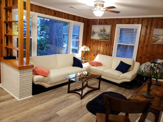VIBE district, beach cottage, newly renovated