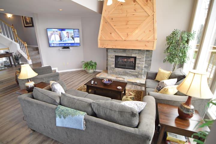 Room,Living Room,Indoors,Screen,Furniture