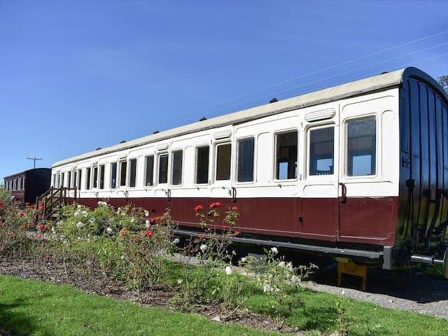 Railway Carriage Two - E5601 (E5601)