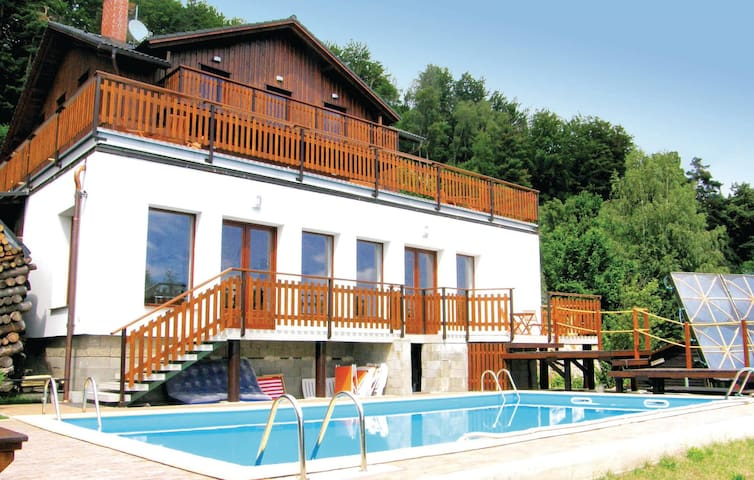 Holiday cottage with 5 bedrooms on 265m² in Koberovy