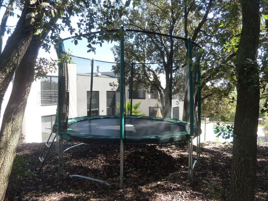 Le trampoline pour 5 enfants