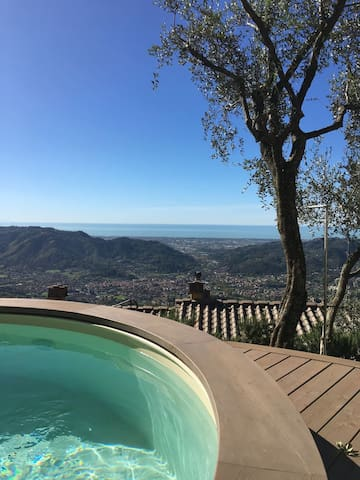 Montagne e  Mare, Architect's Dream on Tuscany Coast,  Jacuzzi