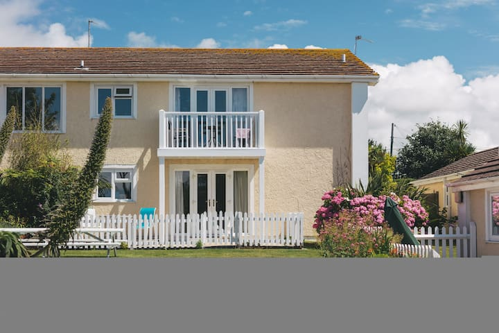 04 Porthcollum - one bed