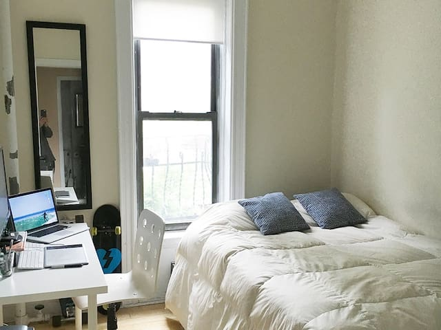 Clean and bright bedroom in Soho