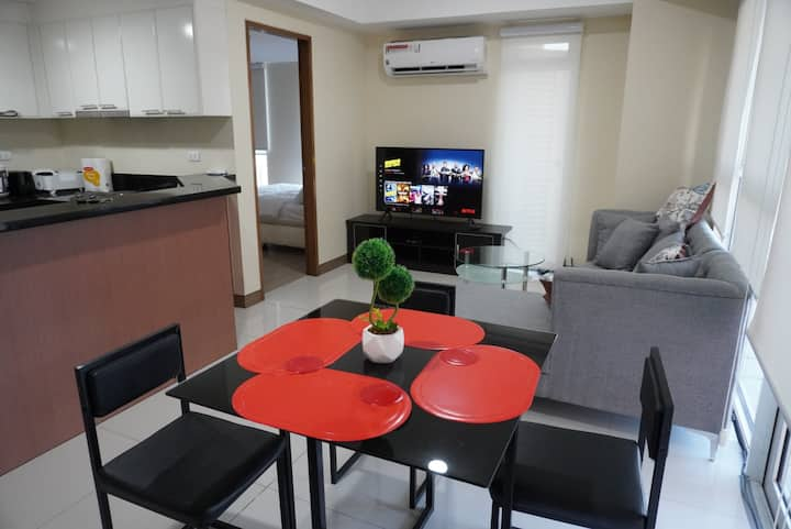 ★StayHere★Unwind in Luxe Flat Venice Taguig
