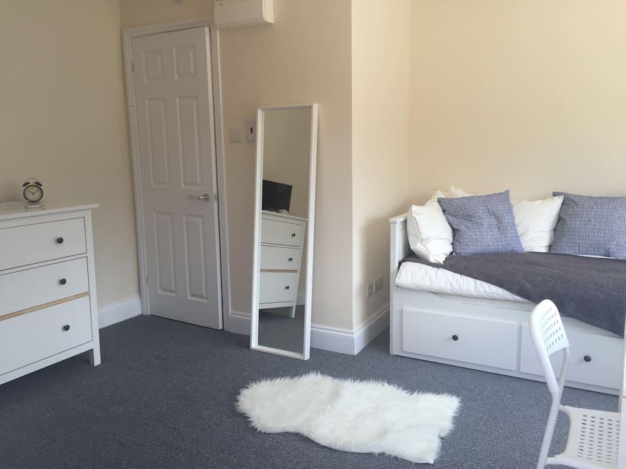 Comfortable & cosy sized studio room.