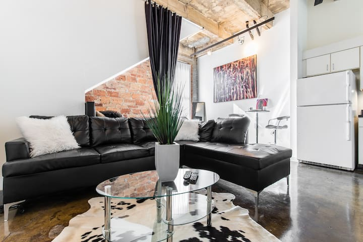 Downtown/ Deep Ellum luxury Loft walk to it all