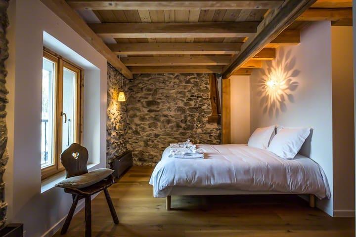 bedroom 4 (en-suite, 1st floor) - chambre 4 (en-suite, 1er étage)