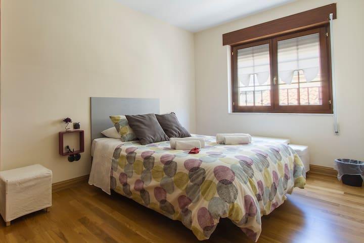 Mistic Hostel, doble bed with share bathroom - Ávila - House