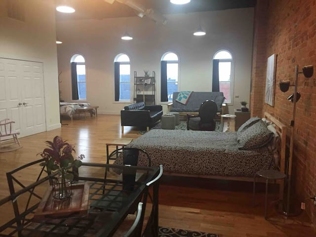 1880's Renovated Main St Loft