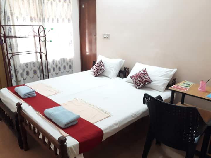 Valiyathayil Home Stay (Budget Room Non AC )
