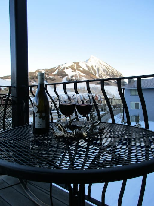 Enjoy a glass of wine on the balcony or a morning cup of coffee!
