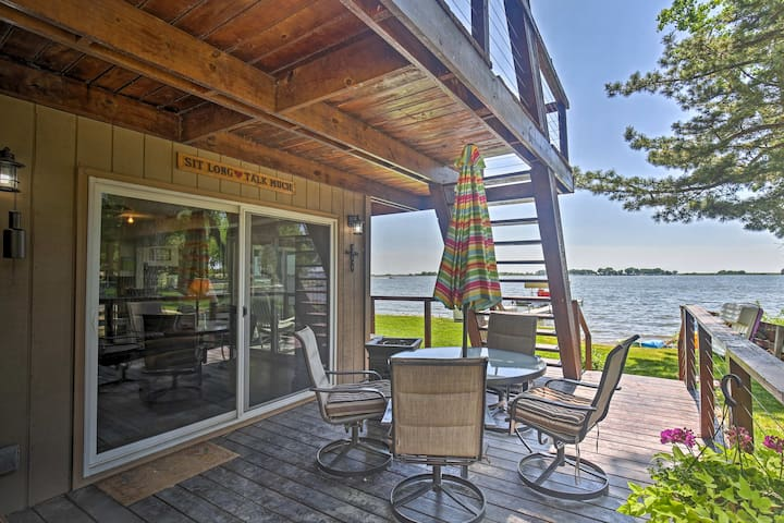 Johnson Lake Home- Full Dock, Paddleboards, Kayaks