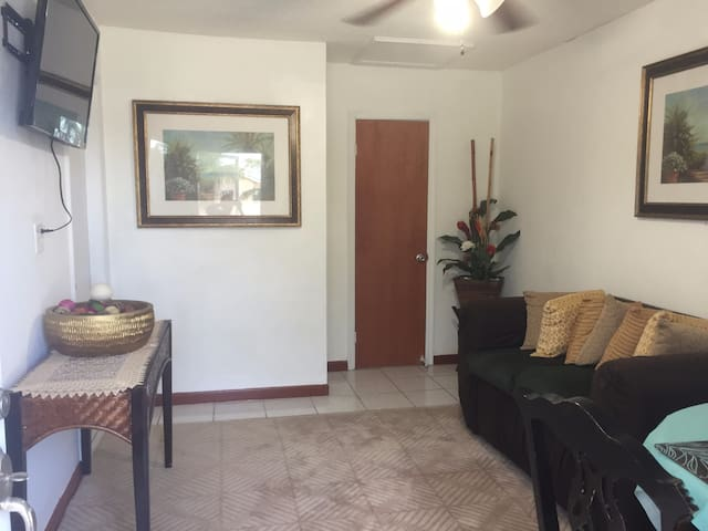 Sagusta Gardens Unit 1 - Whitby - Apartment
