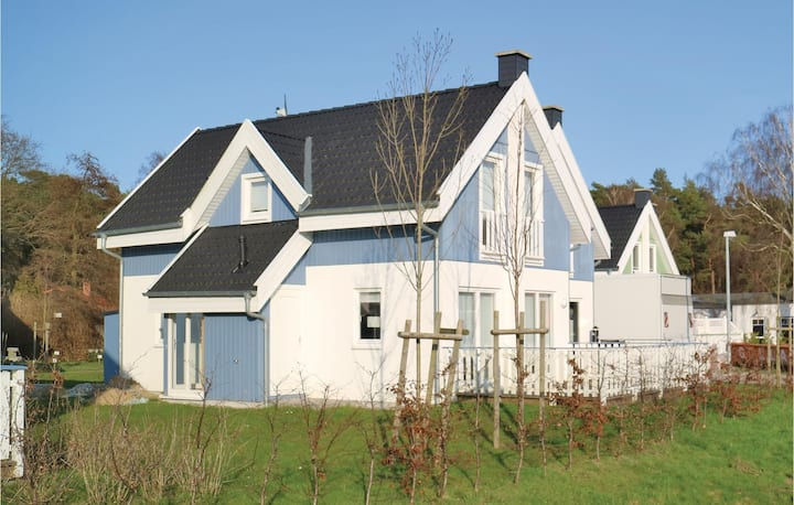 Nice home in Breege/Juliusruh with Sauna, WiFi and 2 Bedrooms