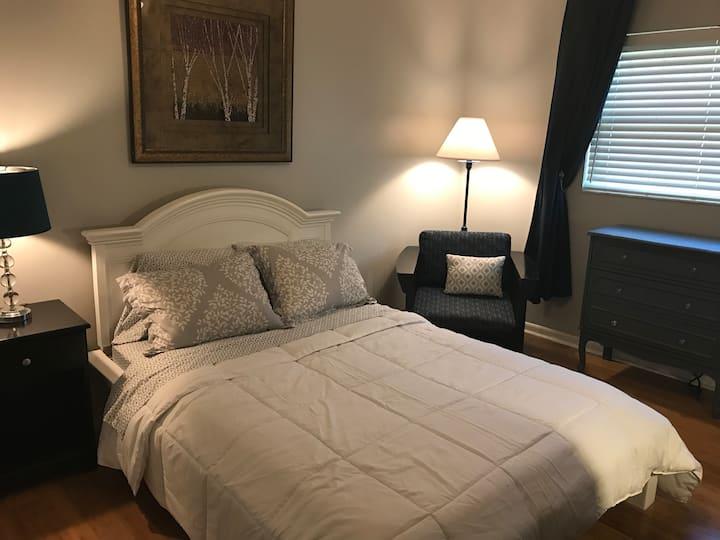 Private, Quiet Bedroom on Lake Joyce