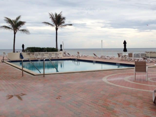 Beautiful Classic Condo - Breath-taking Oceanfront - Palm Beach - Byt