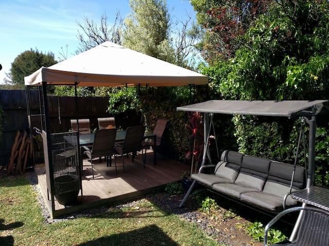Leafy Retreat in Viewbank