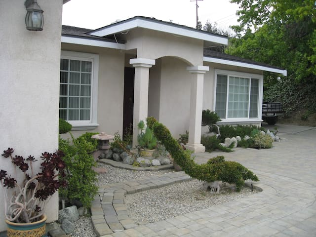 Very private 3 rooms/2 bath  huge lounge or office - Hacienda Heights - Maison