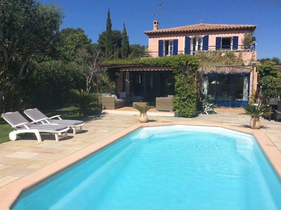Chambre dans villa avec piscine priv e le brusc houses for Piscine six fours