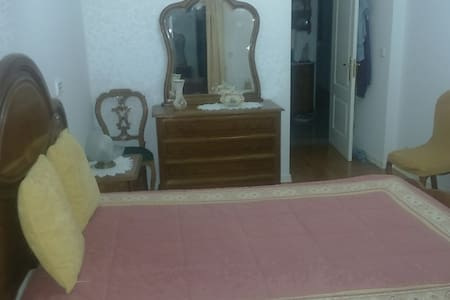 Private bedroom for 2 people (if wanted, 3) - Amadora
