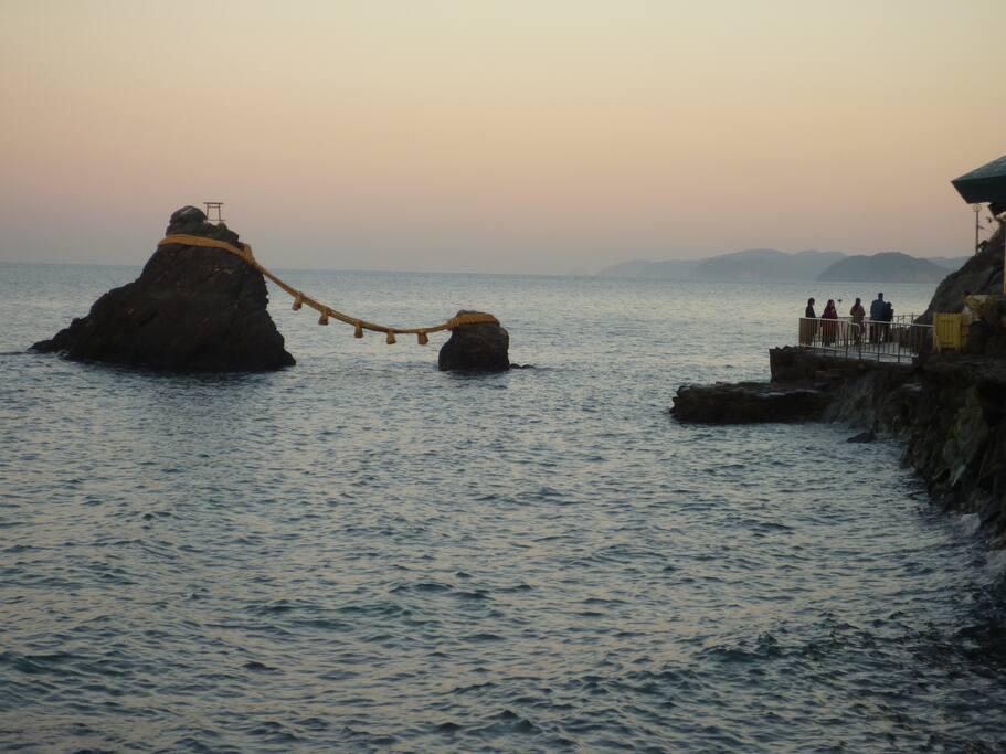 夕焼けの夫婦岩