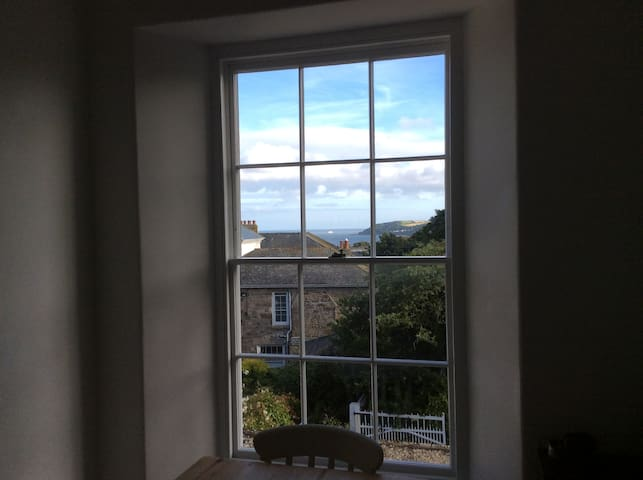 Double bedroom in large Georgian Flat - Sea Views - Penzance - Pis