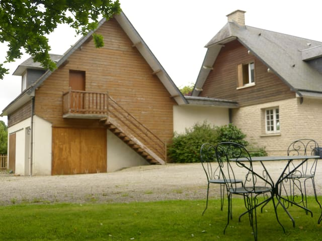 Large studio 52m2 with mezzanine, Normandy country - Le Mesnil-Amey - Appartement