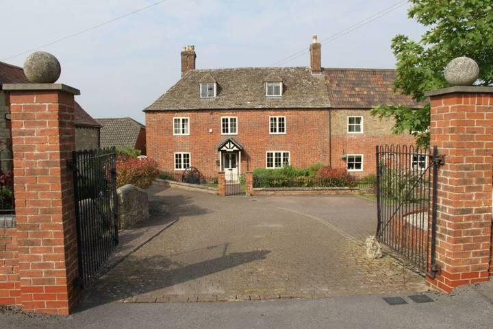 Large Ensuite Double Bedroom in Grade II Farmhouse
