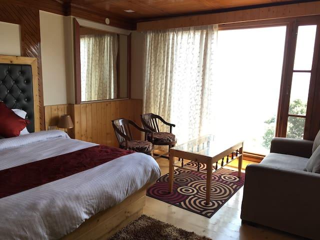 Mashobra Heights - Deluxe Room for two near Market