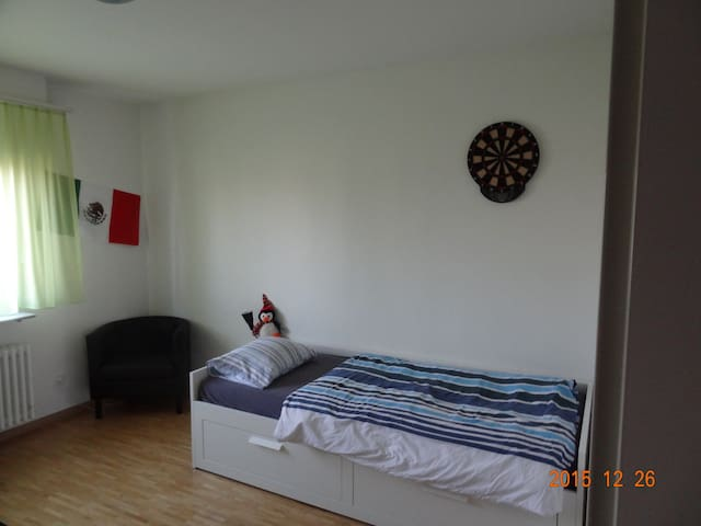 Comfortable bedroom in Pratteln - Pratteln - Daire