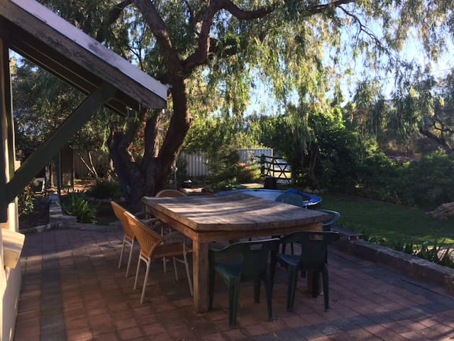 Unit in character home with large garden - White Gum Valley - Apartment