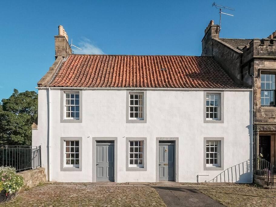 Saddlers House