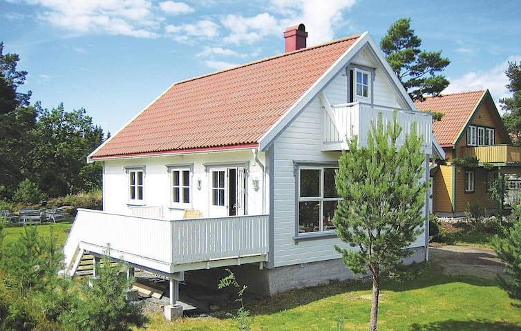 Holiday cottage with 4 bedrooms on 84 m² in Gjeving