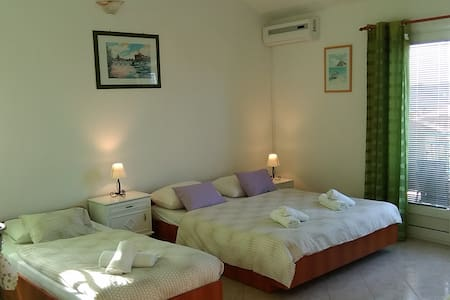 Lovely apartment for 4 persons, sea view - Pakoštane