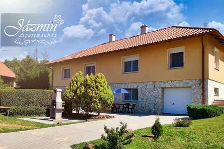 Jázmin Apartmanház- Standard, Határtalan Harmónia