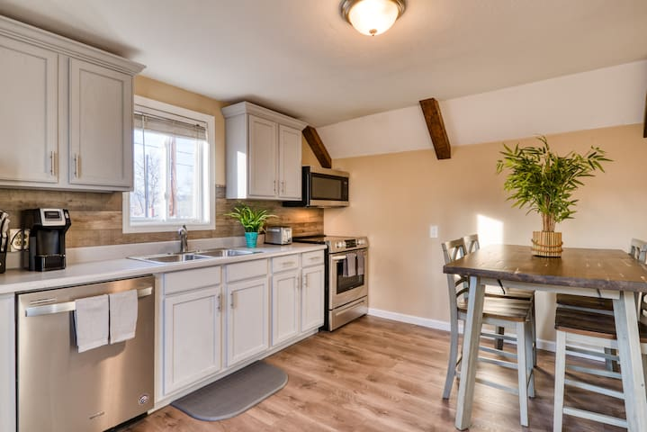 Cute Comfy apartment in downtown colorado springs.