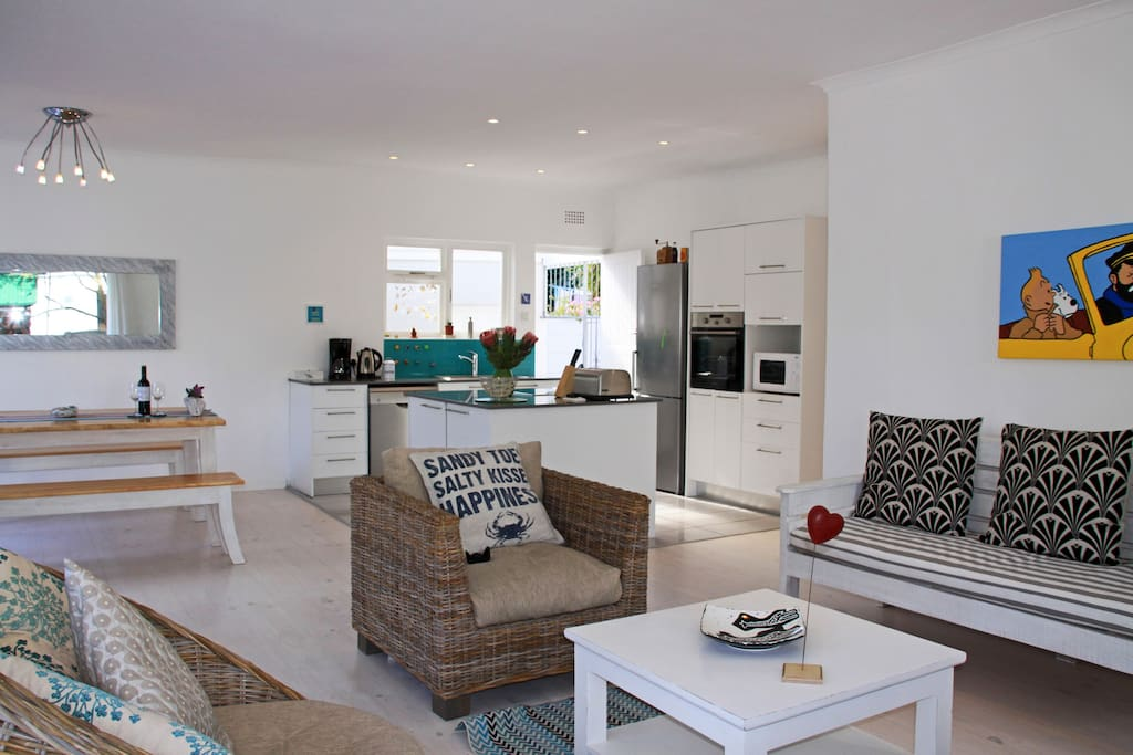 Open Plan lounge, dining area and kitchen - Easy living!